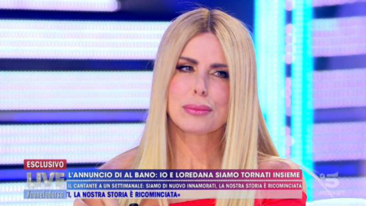 foto Loredana Lecciso al bano live non è la d'urso