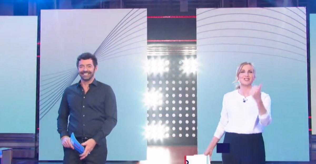 foto di Lorella Cuccarini e Alberto Matano a La vita in diretta del 4 giugno 2020