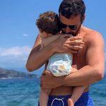 """Alberto Matano posta una foto commovente: """"Abbracci di felicità"""""""