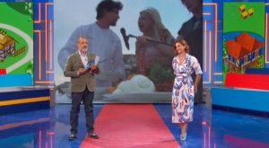 foto di Marcello Masi con la scarpa di Andrea Delogu
