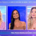 """Pomeriggio 5, Antonella Mosetti contro Maria Monsé: """"Ti riempio di calci"""""""