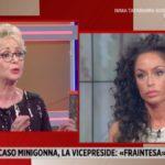 """Raffaella Fico, ospite Storie Italiane la spiazza: """"Con le gambe chiuse…"""""""