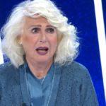 Loretta Goggi in lacrime a Tale e Quale dopo un annuncio di Carlo Conti