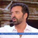"""Alberto Matano, sfogo in diretta: """"Mentre lavoriamo veniamo interrotti"""""""
