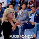"""Tina Cipollari, fuori onda a Uomini e Donne: """"Chi parla verrà stritolato"""""""