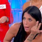 """Uomini e Donne oggi, Valentina Autiero contro Nicola: """"Buffoncello"""""""
