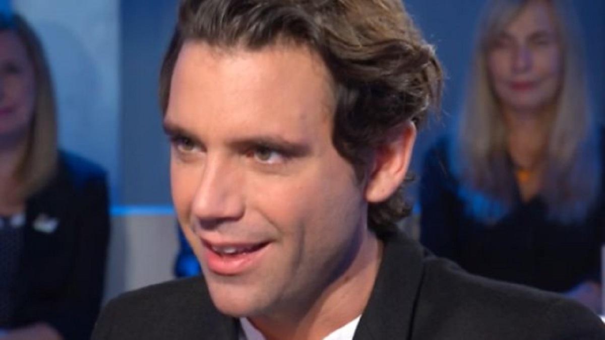 foto di Mika durante un'intervista