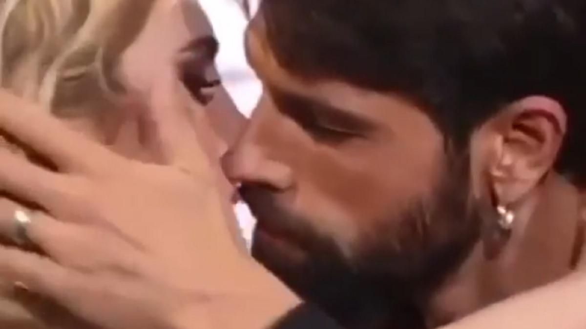 foto Gilles e Lucrezia, bacio