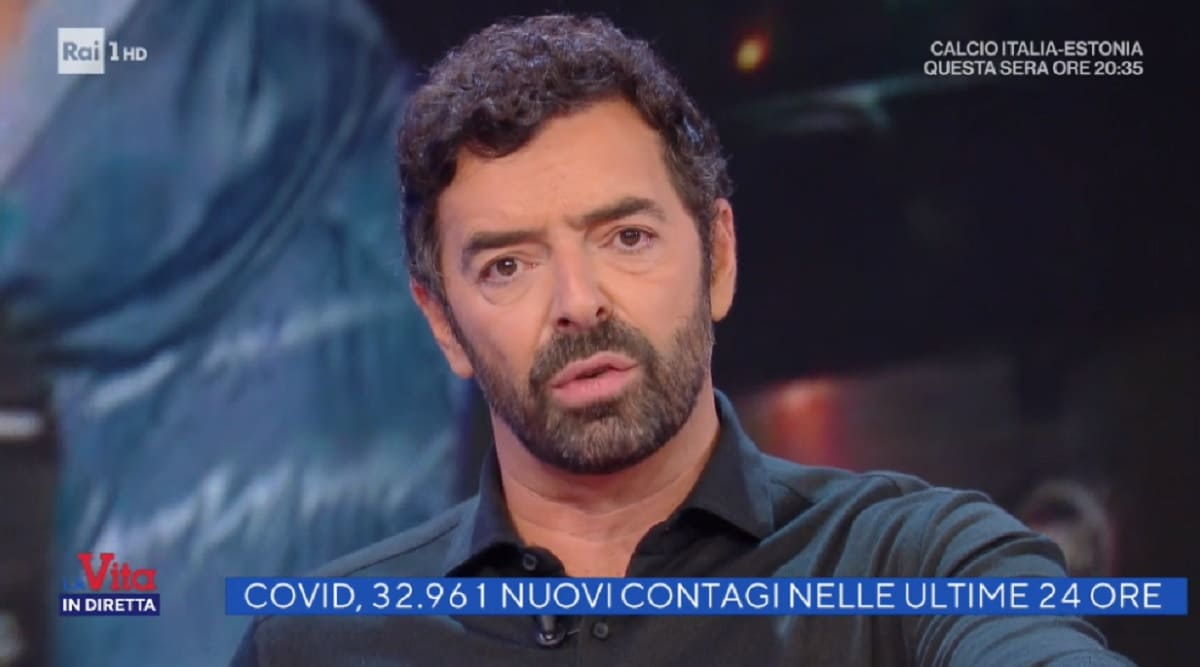 foto di Alberto Matano a La vita in diretta dell'11 novembre