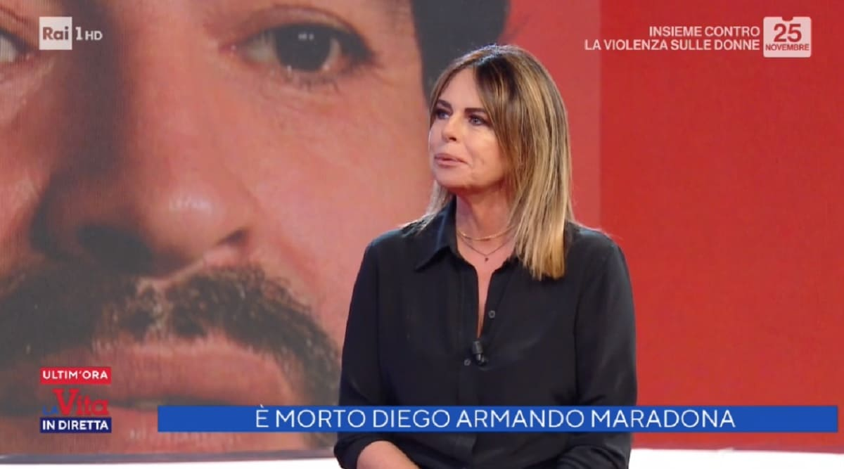 foto di Paola Perego nel giorno della morte di Diego Maradona