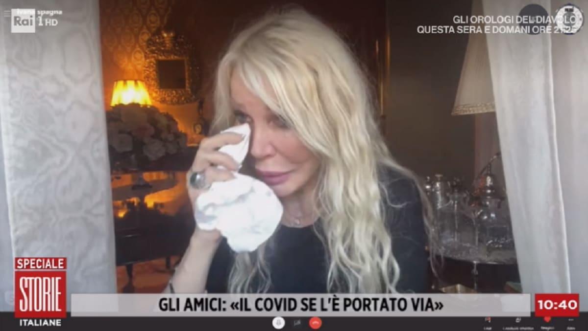 foto di Ivana Spagna in lacrime a Storie Italiane