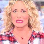 """Antonella Clerici in onda dopo l'interruzione: """"Non parliamo di politica"""""""