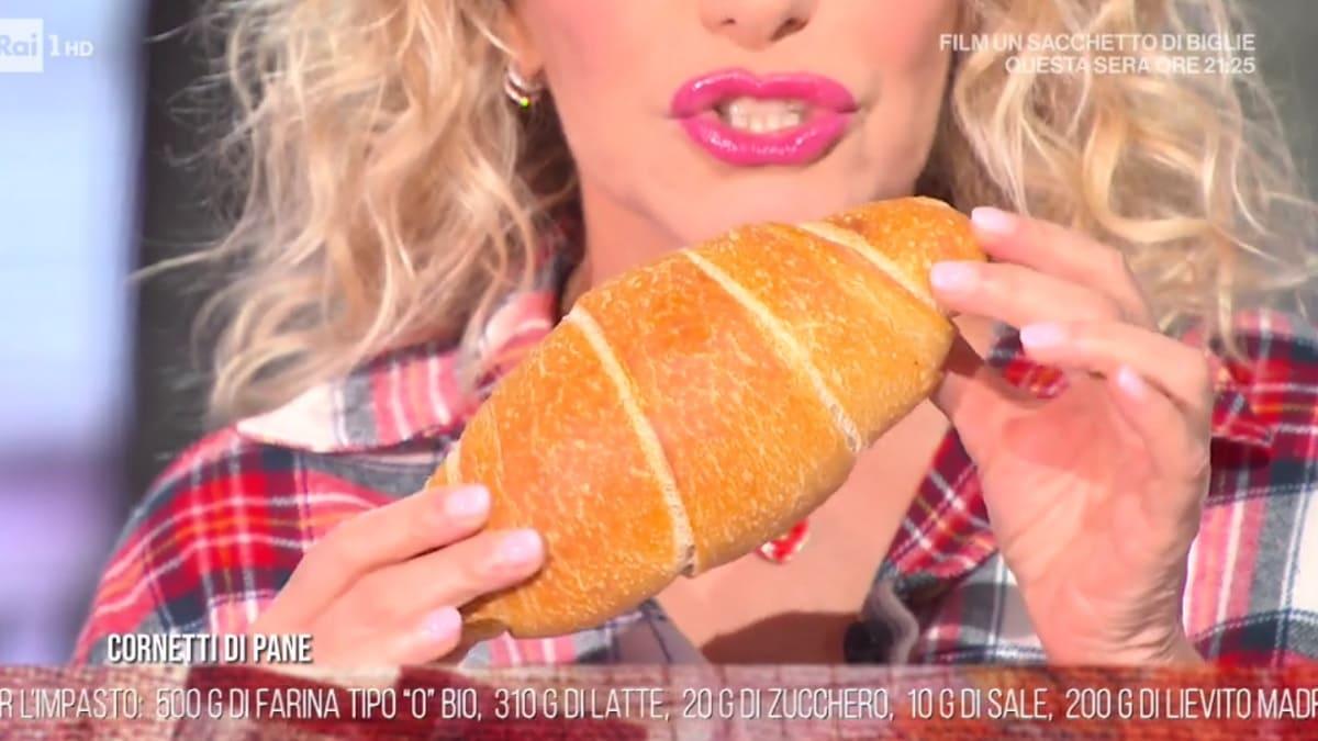 foto È sempre mezzogiorno cornetti di pane