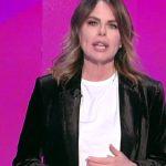 """Il filo rosso, Paola Perego torna in onda. Collega: """"I nipoti hanno vinto"""""""