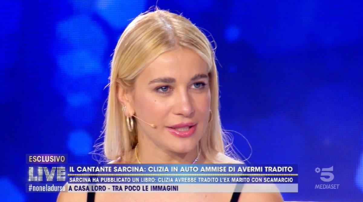 Foto Clizia Incorvaia Su Riccardo Scamarcio Live Non E' La d'Urso
