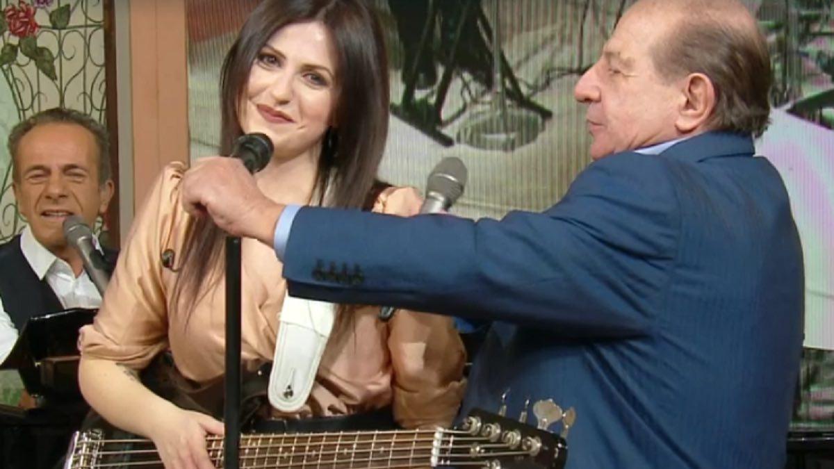 Foto Giancarlo Magalli microfono rotto