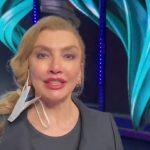"""Il cantante mascherato, Milly Carlucci spiega: """"Non so se sono stata chiara"""""""