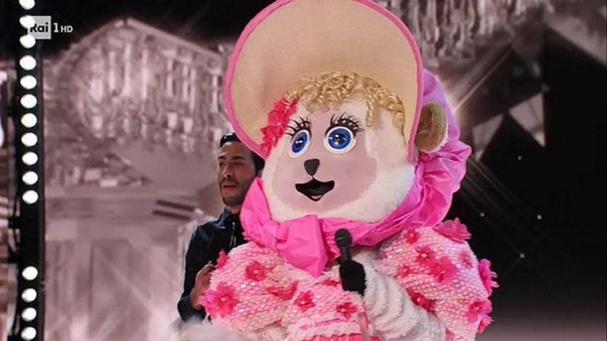 foto Pecorella cantante mascherato 2