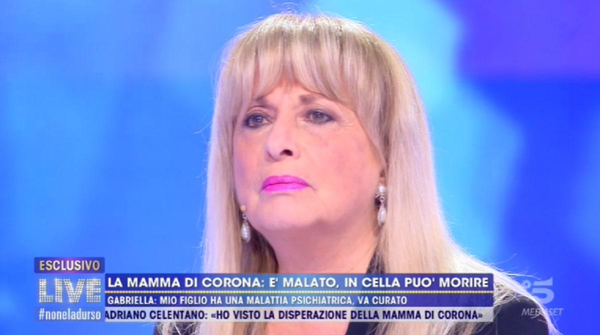 Foto Mamma Fabrizio Corona a Live Non è la d'Urso