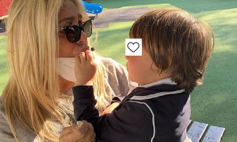 foto Mara Venier con il nipotino
