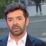 """Alberto Matano gelato da un inviato: """"Parole che fanno venire i brividi"""""""