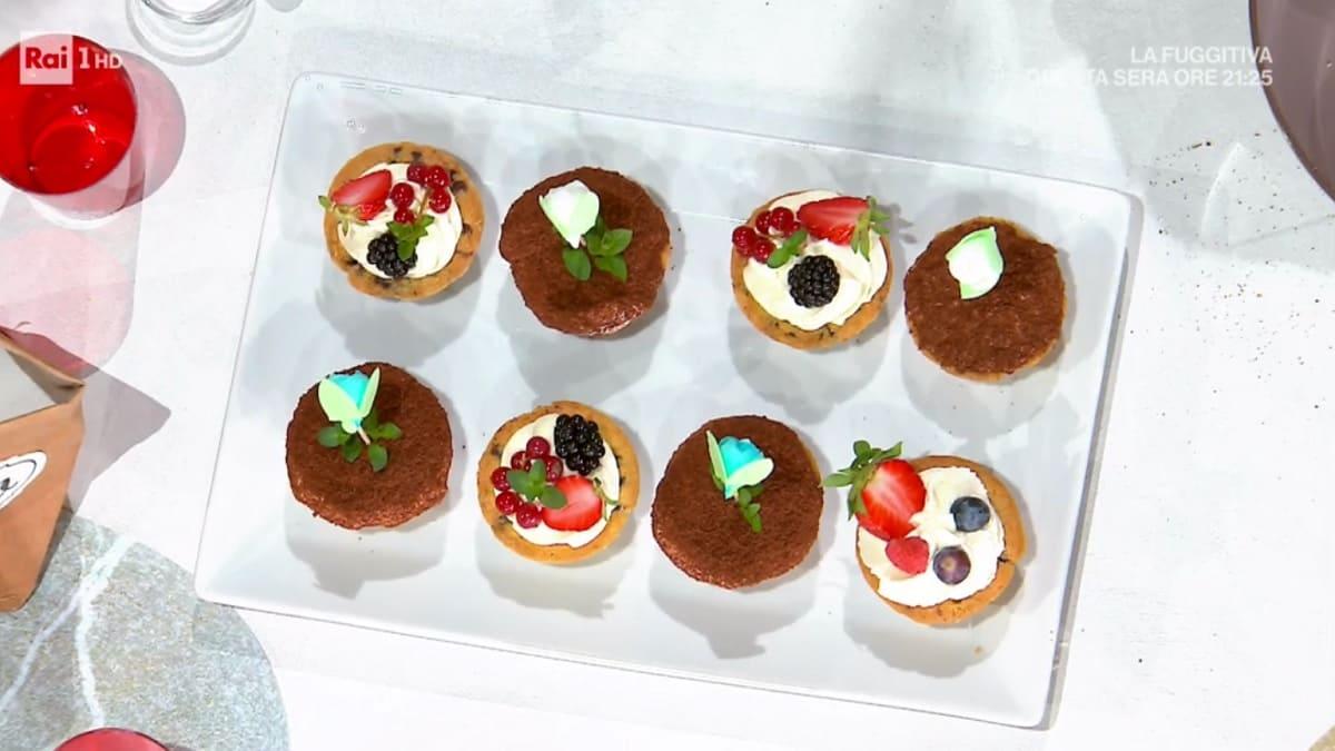 foto È sempre mezzogiorno cestini di cookies crema frutta
