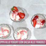 È sempre mezzogiorno: ricetta coppa allo yogurt con salsa alle fragole