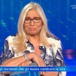 """Mara Venier in difficoltà a Domenica In: """"Aiutatemi"""". Cos'è successo"""