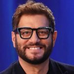 """Enrico Papi rimpianto su Tv8, spettatore: """"Max Giusti è bravo, ma…"""""""
