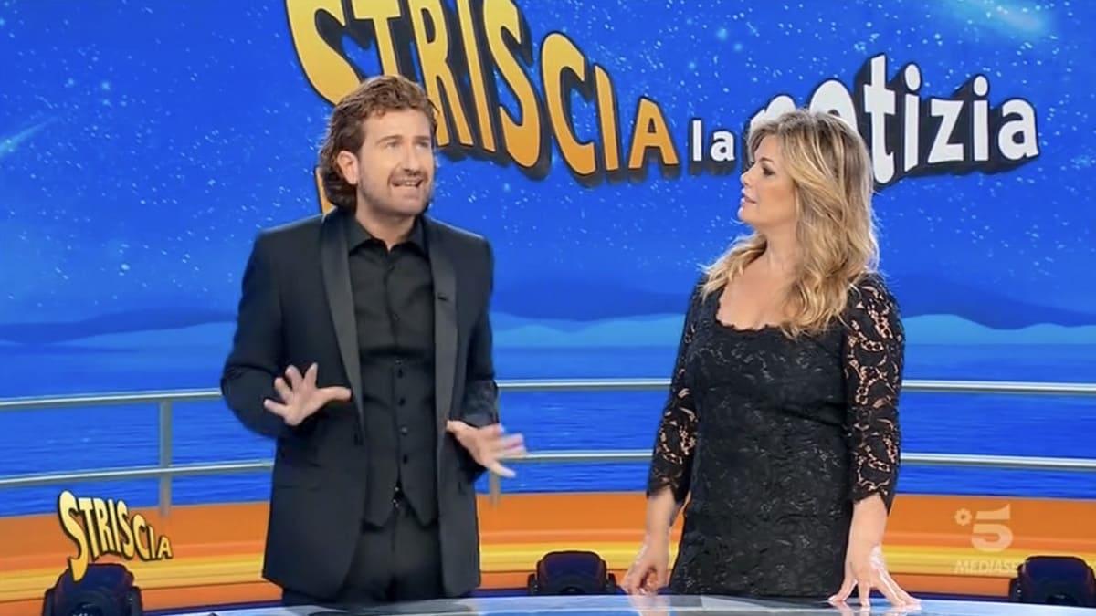 Foto Striscia La Notizia Alessandro Siani Vanessa Incontrada