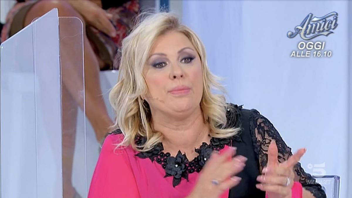 foto Tina Cipollari insulta dama
