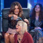 """Sabrina Ferilli fa la doccia a Maria De Filippi: """"E' la mia vendetta!"""" (VIDEO)"""