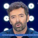 """Alberto Matano, coming out e pianto sfiorato: """"Omofobia? So cosa si prova"""""""