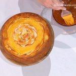 Ricetta dolce È sempre mezzogiorno: torta di crema e mele di Natalia Cattelani