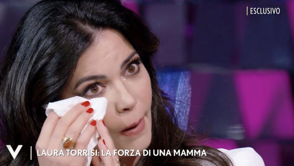 foto laura torrisi lacrime